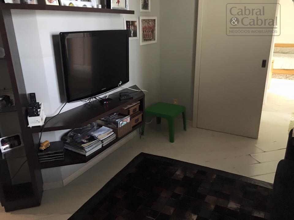 apartamento com vista privilegiada em localização nobre de itajaí, com 01 suite, 2 demi-suítes, amplo living...