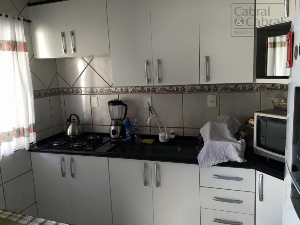 casa com 02 dormitórios, banheiro social, sala de estar, cozinha, edicula e 01 vaga de garagem...