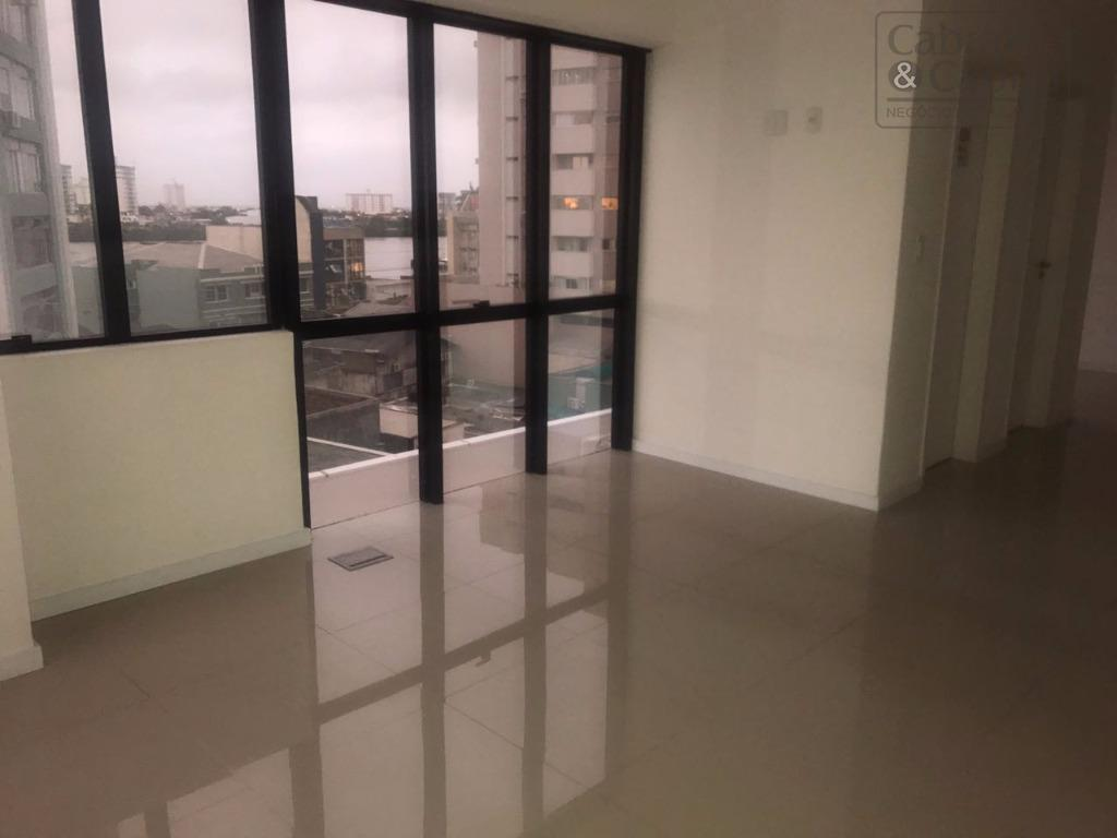 sala comercial com 42,34 m² de área privativa, com 02 banheiros e uma vaga de garagem...