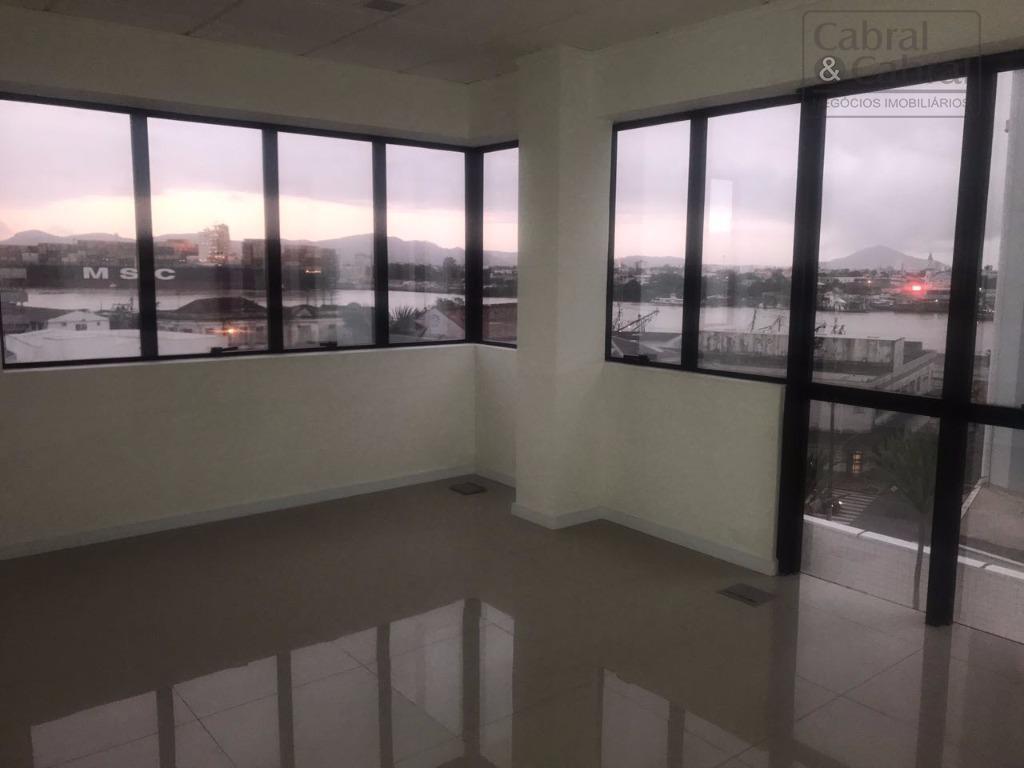 Sala com 42,34 m² de área privativa, com uma vaga de garagem, com vista para o Porto de Itajaí, em excelente localização.