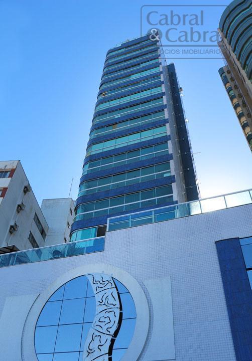Apartamento de frente para o mar em Balneário Camboriú com 3 suítes, 2 vagas de garagem mobiliado, decorado e equipado