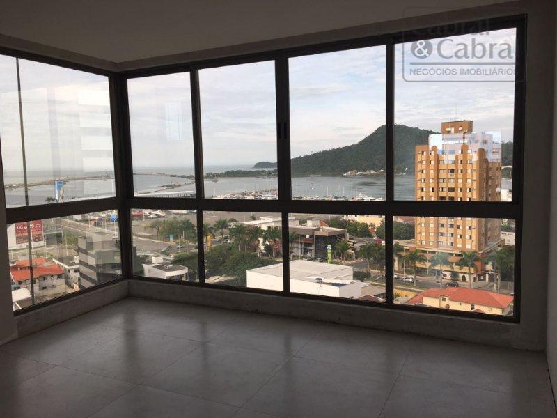 Apto Cobertura Duplex com 03 suítes e linda vista para o mar.