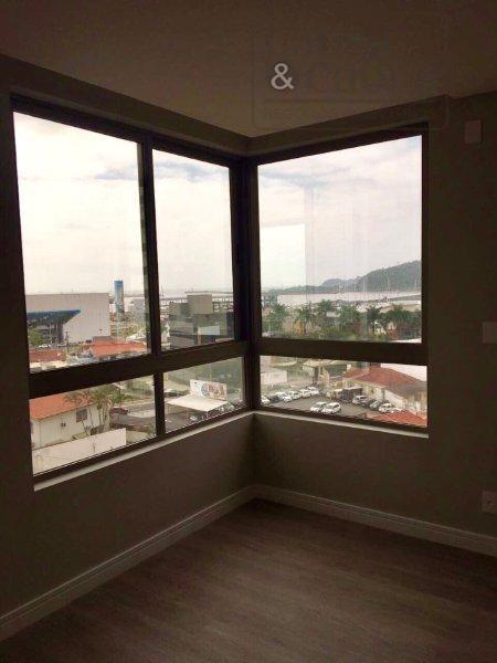 apartamento cobertura duplex com 03 suítes, sala de estar e jantar integradas com pé direito duplo...