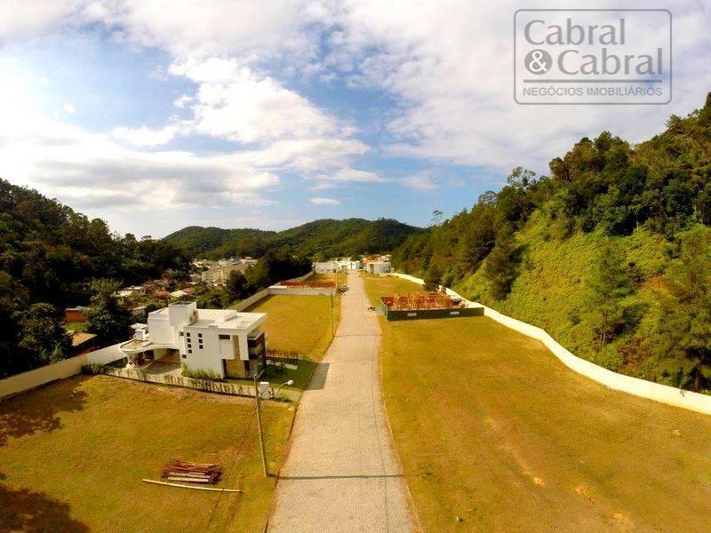 Terreno em condomínio fechado, em área nobre de Itajaí, com 339,00 m², no Bairro Fazenda, Itajaí.