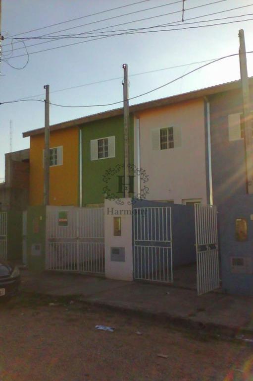 Sobrado com quintal amplo no Aldeias da Serra