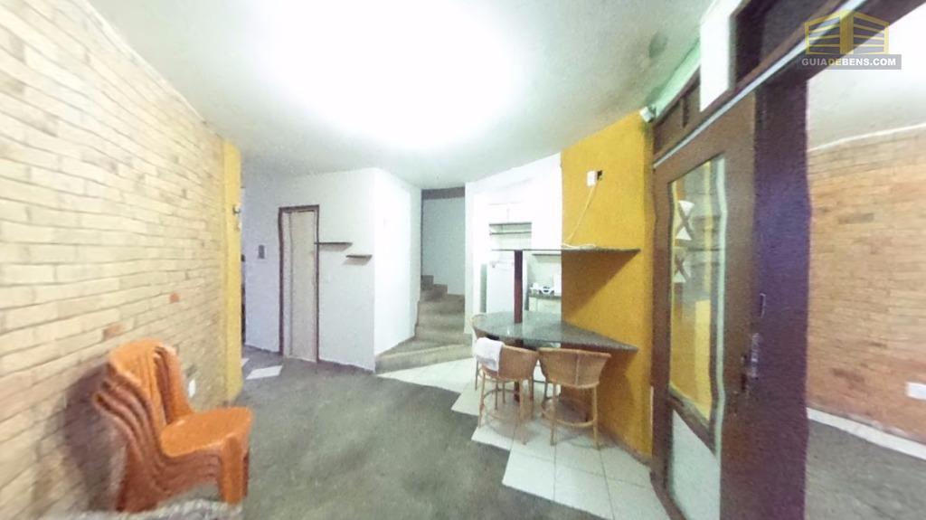 chalé com 3 quartos, sala com cozinha americana, 2 banheiros, duas varandas, despensa, área de serviço,...