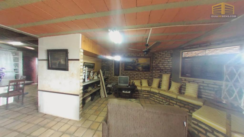 linda  casa de tijolos aparente com dois pavimentos com 3 suítes sala com cozinha americana