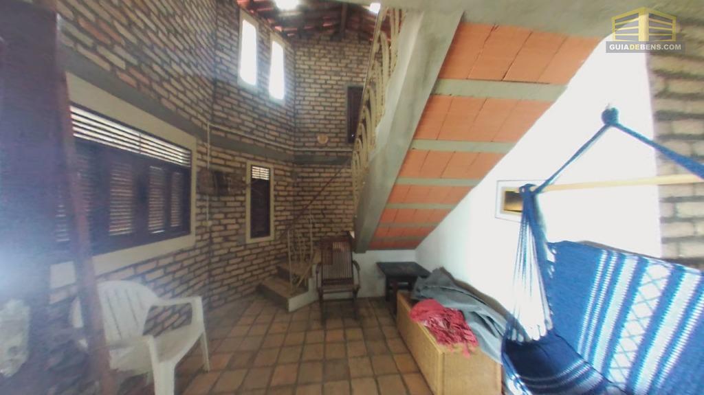 sala com acesso a escada