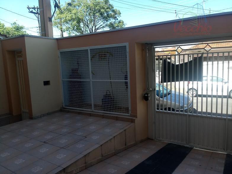 03 dormitórios, 01 suite, sala ampla, cozinha, área de serviço, 02 vagas de garagem e 2...