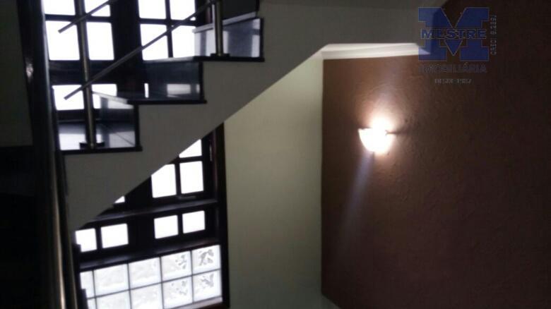lindo sobrado, 4 dormitórios, sendo 02 suítes, 01 master, com planejados, 02 wcs, sala ampla 02...