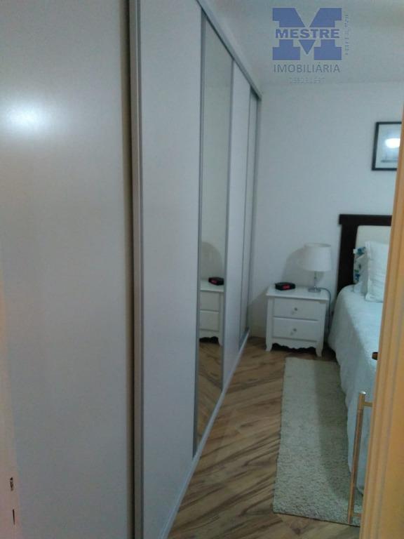 lindo apto. reformado, 02 dormitórios, com planejados, ótimo acabamento, piso laminado, cozinha estilo americano, com bancada...