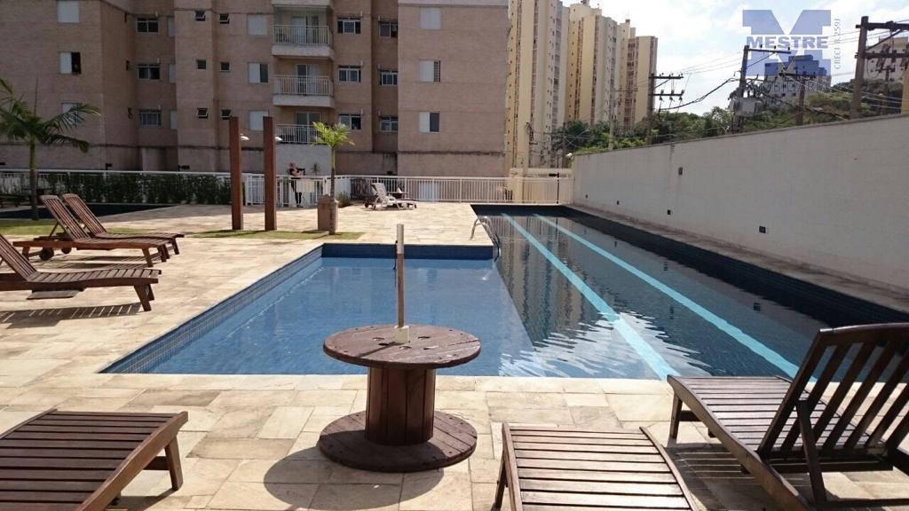 Apartamento com 3 dormitórios para alugar, 78 m² por R$ 1.800/mês
