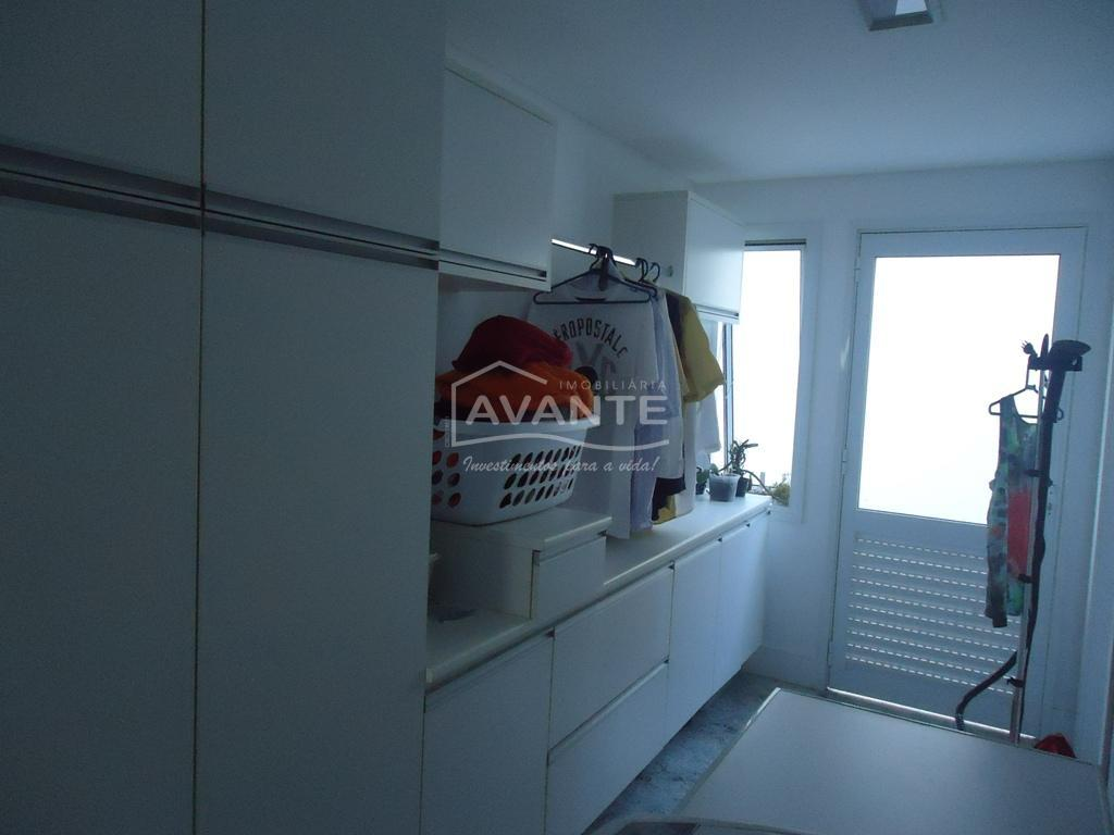 residência no condomínio alphaville graciosa, alto padrão, ambientes sociais unificados com muito bom gosto (sala de...