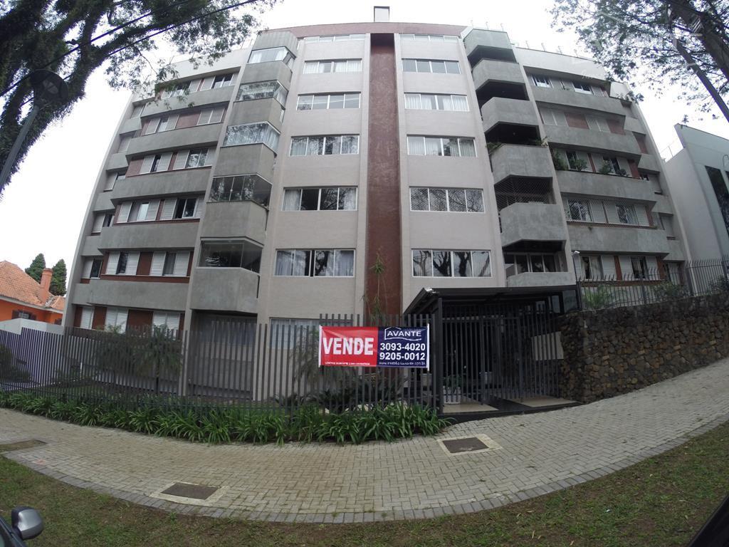 Apartamento 4º andar, com 3 dorms (1 suíte) e 2 vagas. Água Verde, Curitiba.