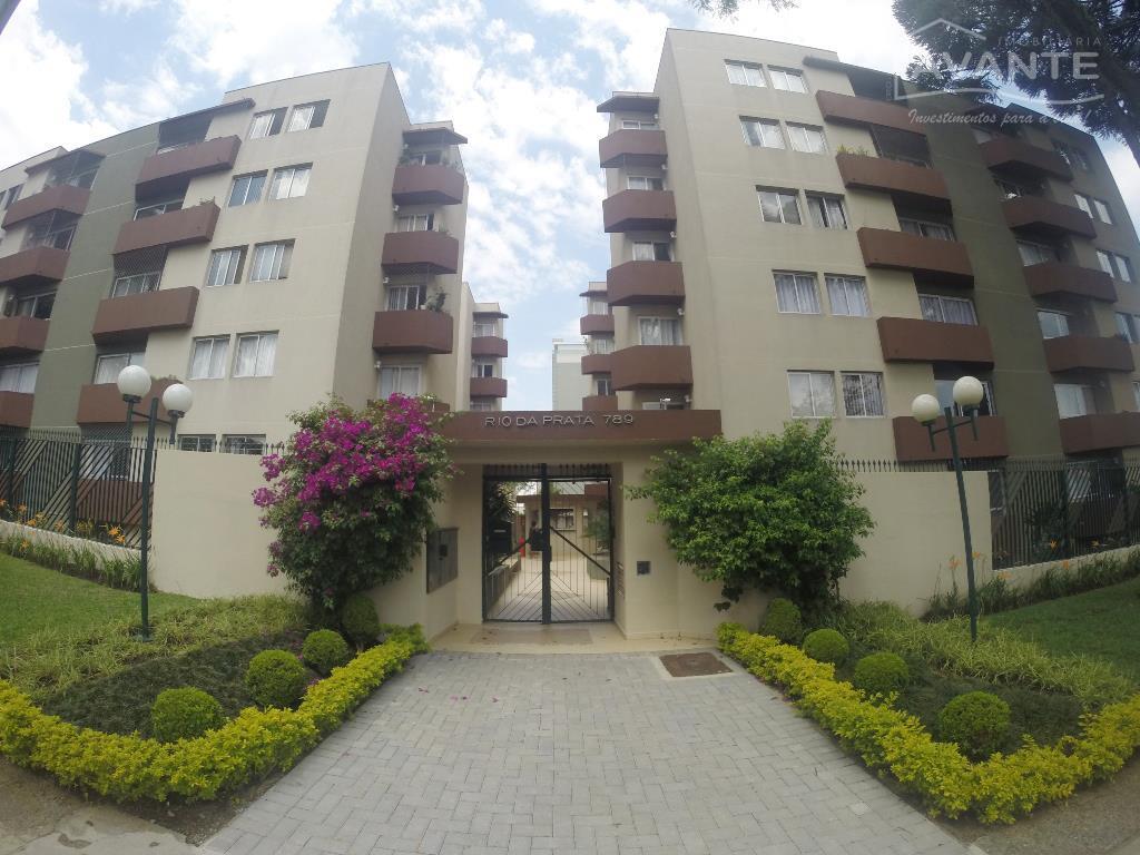 Apartamento térreo, com 3 dorms (1 suíte) e 1 vaga. Água Verde, Curitiba.