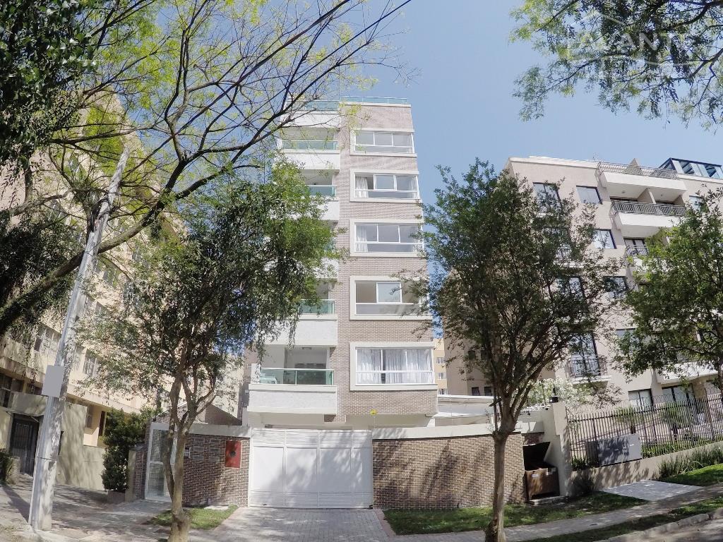 Cobertura Duplex com 4 dorms (1 suíte) e 2 vagas. Água Verde, Curitiba.