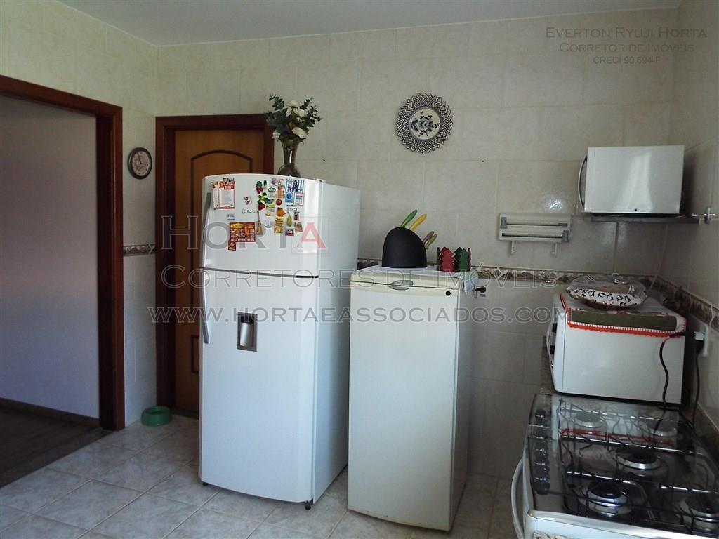 casa à venda em atibaia no jardim tapajós com 3 suítes com armários embutidos sendo 1...
