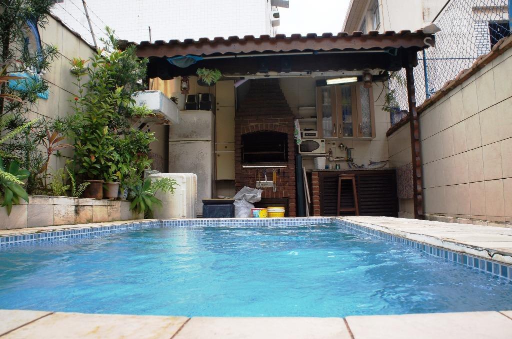 Casa  Residencial à Venda, 3 Dormitórios, 2 Suítes, Churrasqueira, Piscina, Quintal, Campo Grande, Santos.