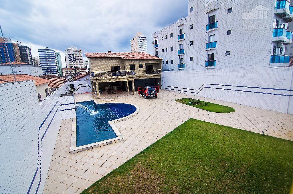 Casa com 705m², Piscina, Espaço Gourmet à 200m da praia  à venda, Vila Guilhermina, Praia Grande.