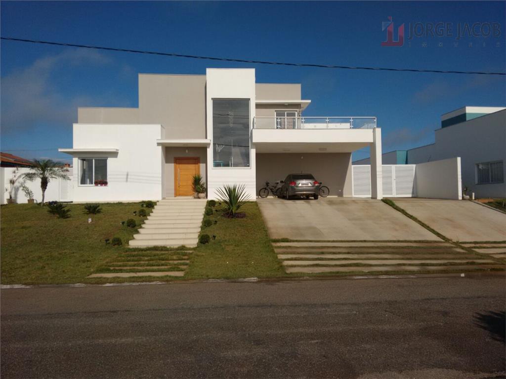 Linda Casa a venda no Condomínio Village Ipanema