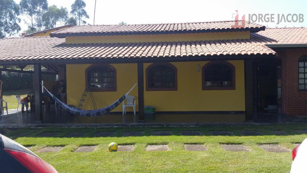 Chácara no cond. Sitio dos Pessegueiros à venda a 12 KM do centro de Ibiuna