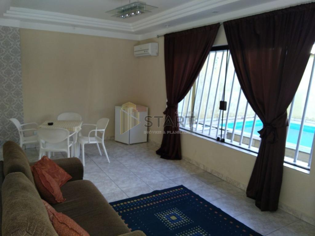 sobrado muito bem localizada no canto do forte, próximo a praia com 3 dormitórios 1 suite,escritório...