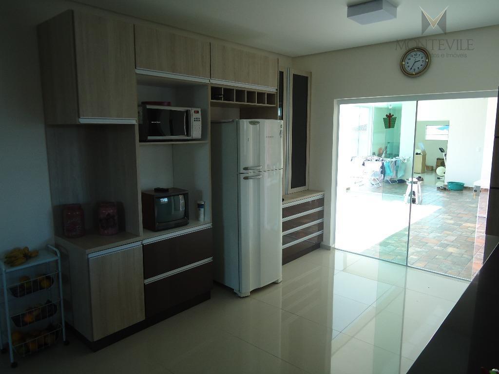 casa de alto padrão, em bairro nobre, estritamente residencial e unifamiliar, em terreno de 1050 m²...