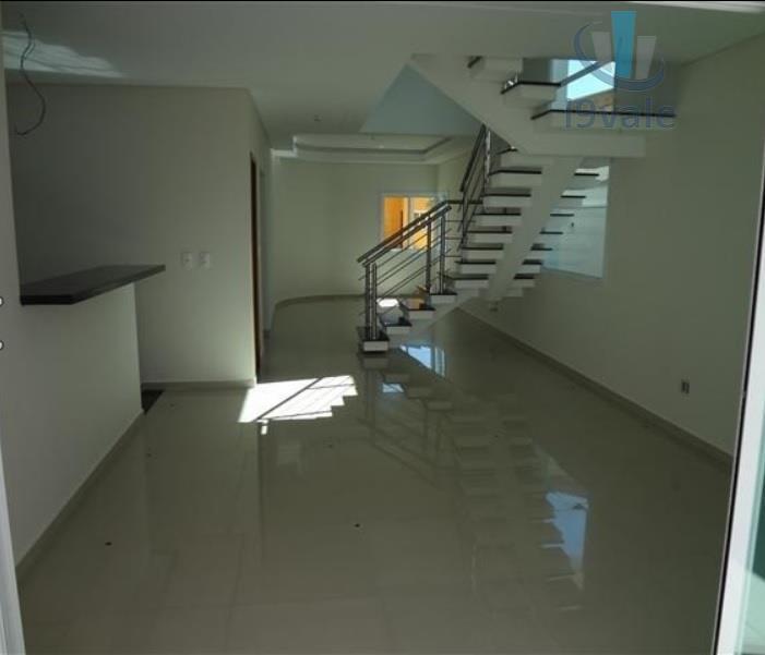 Sobrado de 3 dormitórios em Parque Califórnia, Jacareí - SP