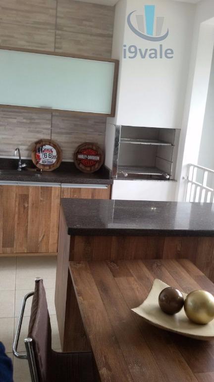 Apartamento de 2 dormitórios em Jardim Coleginho, Jacareí - SP