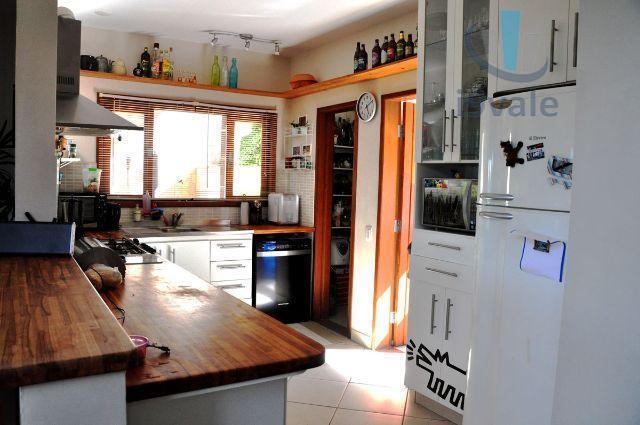 Sobrado de 4 dormitórios em Freitas, São José Dos Campos - SP