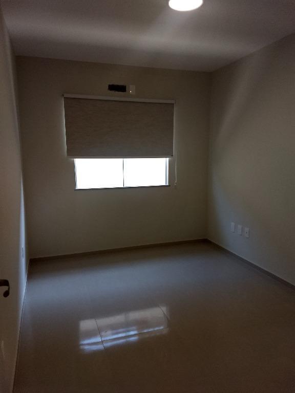 excelente localização!casa fino acabamento, toda em porcelanato.casa 3 quartos, sendo uma suíte de 18m2, sala com...