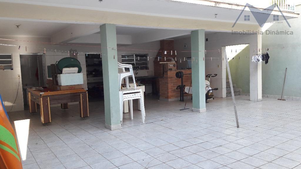 casa localizada no jardim santa eliza, com três dormitórios com sacada, sendo uma suite com hidromassagem,...