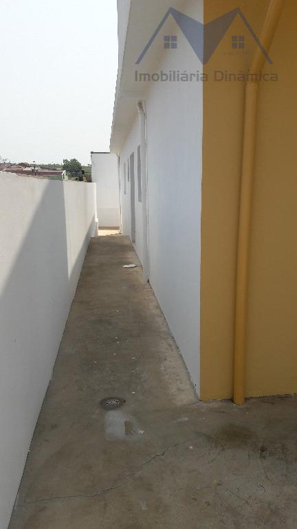 casa com dois dormitórios, sala, cozinha, banheiro social, lavanderia coberta, quintal nos fundos, garagem para dois...