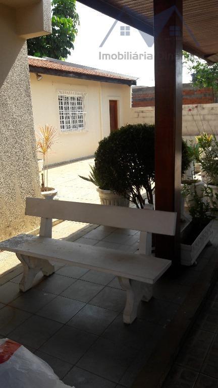 linda casa com ótima localização e um ótimo espaço, terreno de 500 m² casa com três...