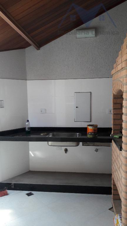 magnifica casa com três dormitórios, sendo uma suite e jardim de inverno, sala com pé direito...