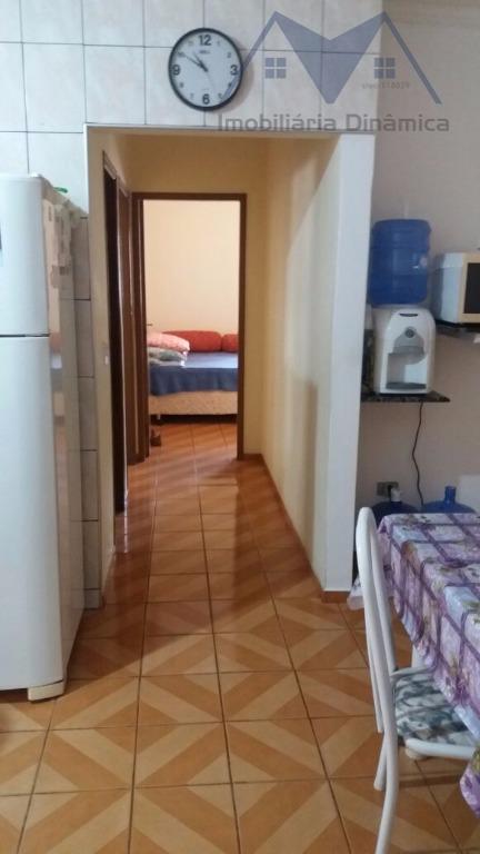 linda casa em terreno de 250 m², com três dormitórios, sendo uma suite com ar condicionado,...