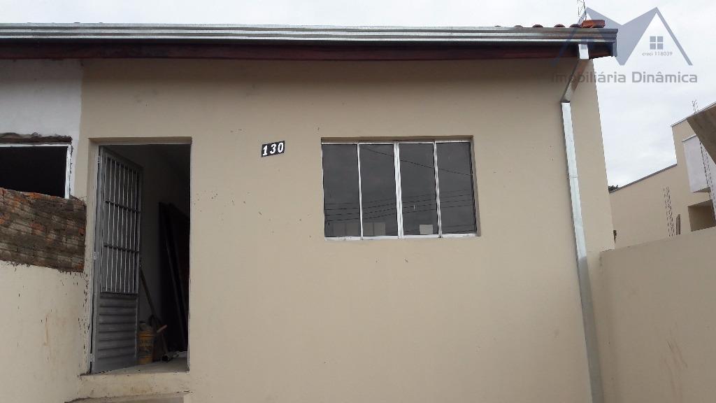 linda casa com dois dormitórios, sala, cozinha, lavanderia coberta, garagem para dois carros, imóvel em fase...