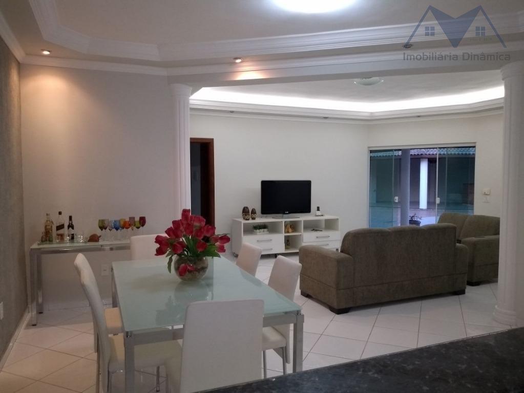 maravilhosa casa com terreno de 471 m², possuindo três dormitórios, sendo um suite e planejado, sala...