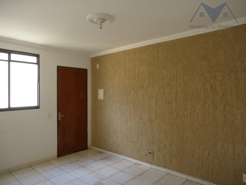 lindo aparatamento no condomínio andorinhas, com dois dormitórios, sala, cozinha, lavanderia, garagem para um carro, piscina,...