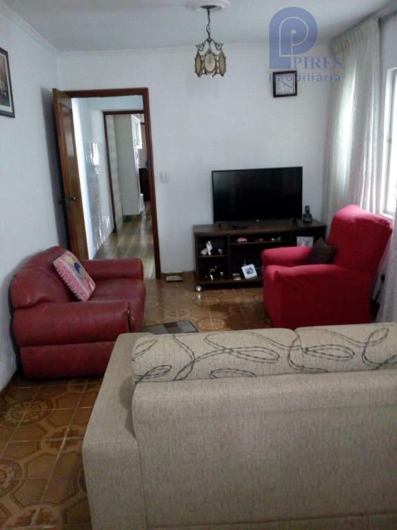 4 dormitórios, sala, cozinha, 2 banheiros, 2 lavanderias, edícula com dependência de empregada com cozinha e...