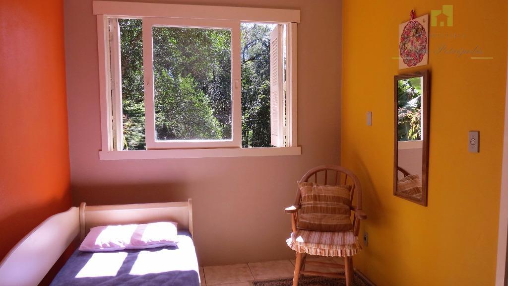 em extremo contato com uma natureza exuberante e perene, tranquilidade e pureza. quartos equipados com televisão...