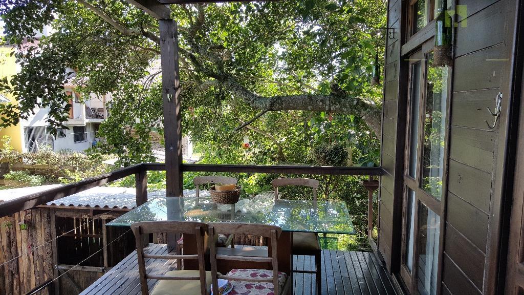 charme amadeirado para criar boas histórias, na desejada serra gaúcha.linda casa centenária em estilo colonial, impecavelmente...
