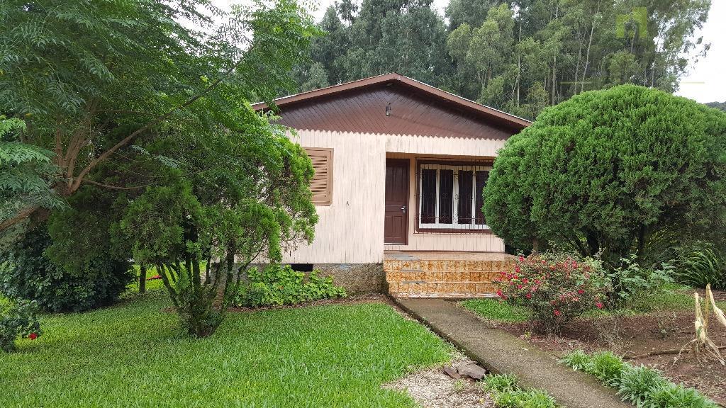Casa com 90 m² edificada sobre um terreno com 2587 m², em Pinhal Alto, Nova Petrópolis.