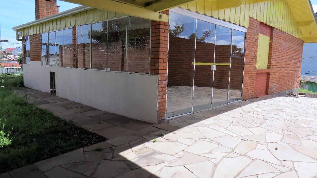 casa de esquina com 142,5 m² de área construída sob um terreno de 750 m². distante...