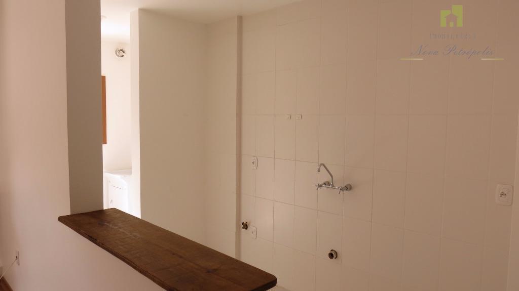 excelente apartamento no pousada da neve!descrição:01 dormitório suíte;ampla sala de estar com lareira;cozinha;lavabo;área de serviço com...