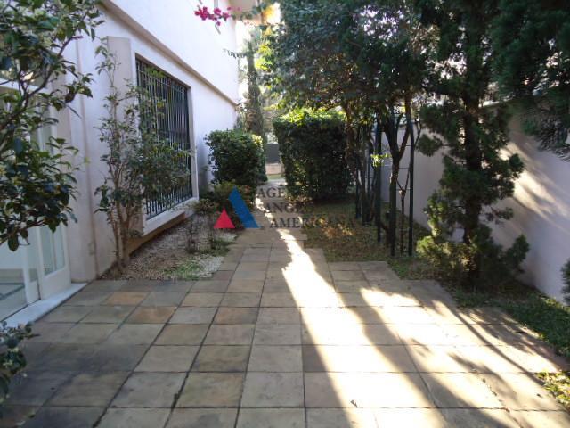linda casa, estilo clássico. reformada. banheiros novos. excelente localização no centro dos jardins, em rua arborizada...