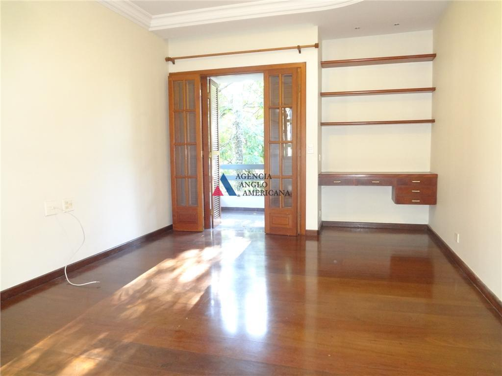 condominio fechado, com área de lazerexcelente residência, com amplo jardim, vários ambientes sociais e 5 dormitórios***as...