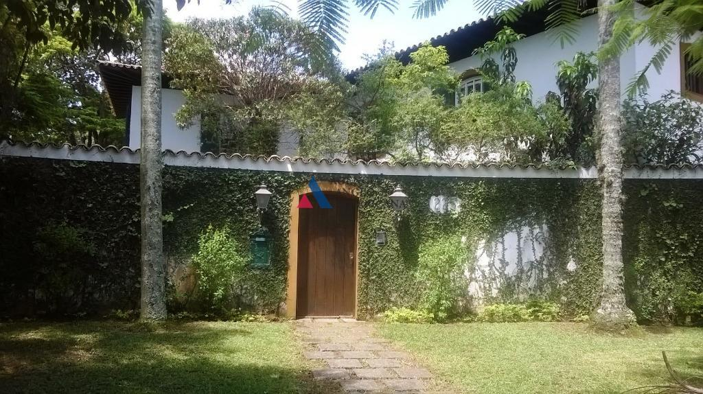 belíssima casa em rua fechada