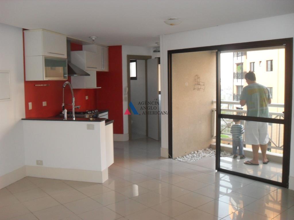 loft com 62m2, dormitório com armários, cozinha com armários e fogão embutido. 2 vagas, depósito. porcelanato...
