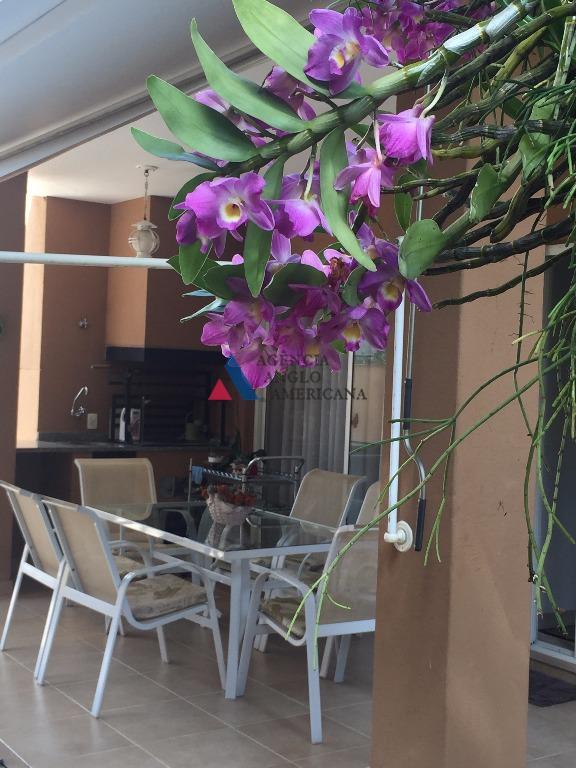 lindíssima residência, em condomínio fechado, com segurança 24hpiscina e churrasqueira privativoscasa toda mobiliadalocalização é o ponto...